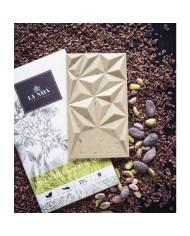 La Naya biela čokoláda 40% s pistáciami a kakaovými bôbmi